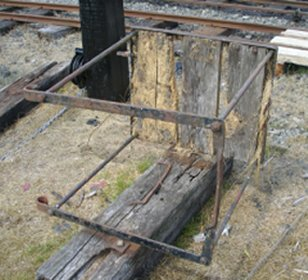 1912 signal platform lying on the ground at Lalnuwchllyn, 16 July 2015