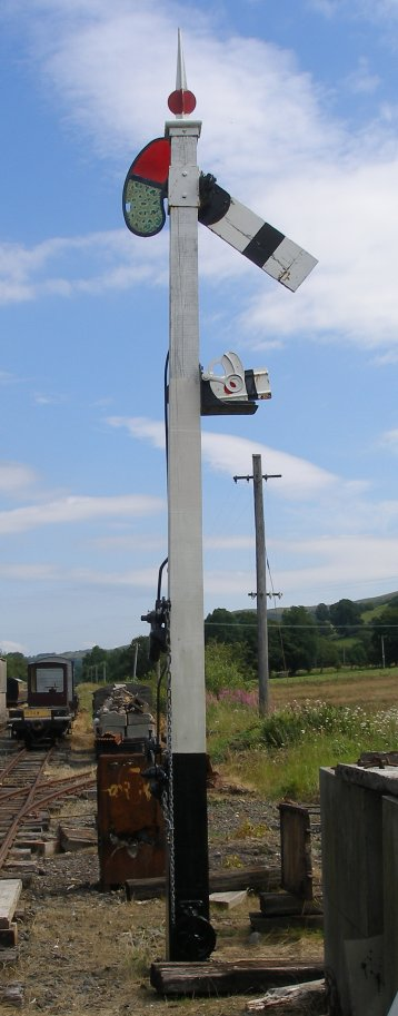 Rear of 1912 home signal, Llanuwchllyn, 16 July 2015