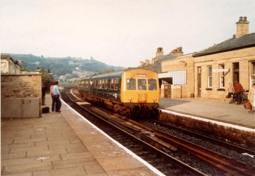 Metro-Cammell Class 101 E51433+51498 (HS) arrive at Todmorden at 17:45 with the Leeds - Manchester Victoria service on 27 July 1980.