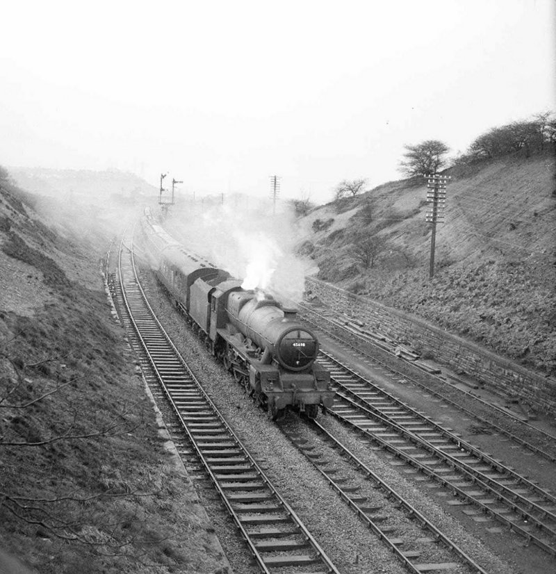 45695 BR (LMS) Stanier Jubilee 45695 'Minator' passes Goose Hill Junction, Normanton, on 11 December 1960