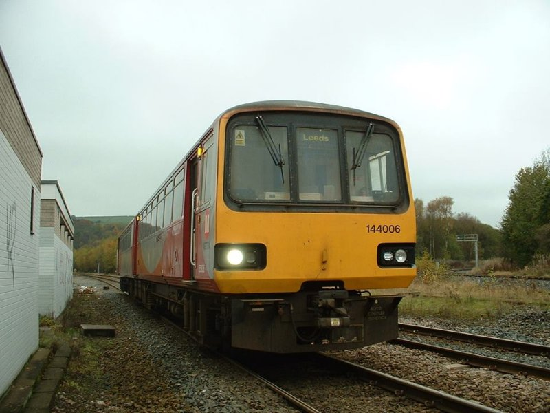 Class 144 55806 turning back at Hall Royd Junction.