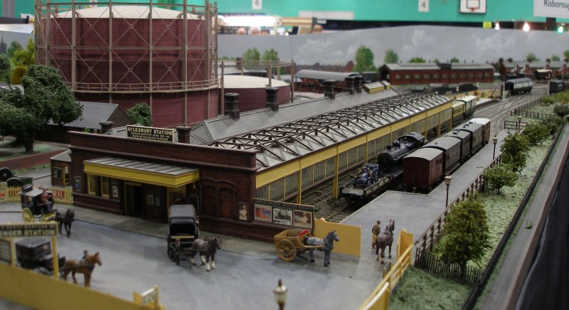 Guy William's Aylesbury (18.2mm gauge) showing the station forecourt.