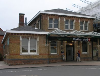 Berkhamsted station frontage 07.20 Saturday 31 May 2014.