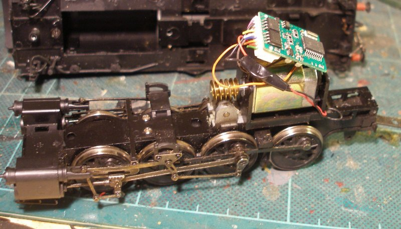 The original Lenz 1025 seen as hard wired into a Bachmann WD Austerity 2-8-0 above the motor.
