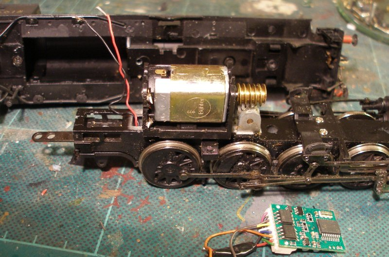 Bachmann WD Austerity 2-8-0 showing the small circuit board on top of the motor removed and the red and black wires from the pick-ups tinned ready to be soldered to the wires from the new decoder.