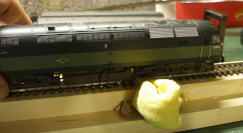 Construction of an OO gauge locomotive wheel cleaning track: Stage 4 in action