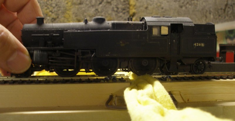 Construction of an OO gauge locomotive wheel cleaning track: cleeaning track in action