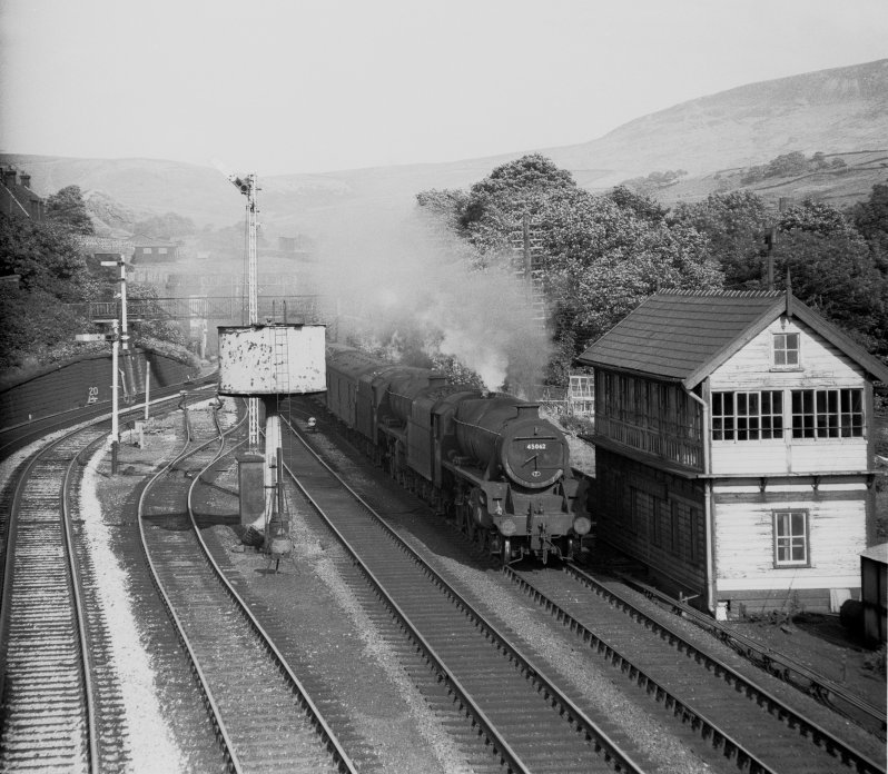 The Red Bank empty vans in full flight with Black 5s 45062 (9J Agecroft) + an unknwon class member pass through Hall Royd Junction, Todmorden with 3M30, the 07.50 Heaton – Red Bank empty vans. Taken at 17.30 on Saturday 28 August 1965.  Photo by E F Bentley, copyright J K Wallace