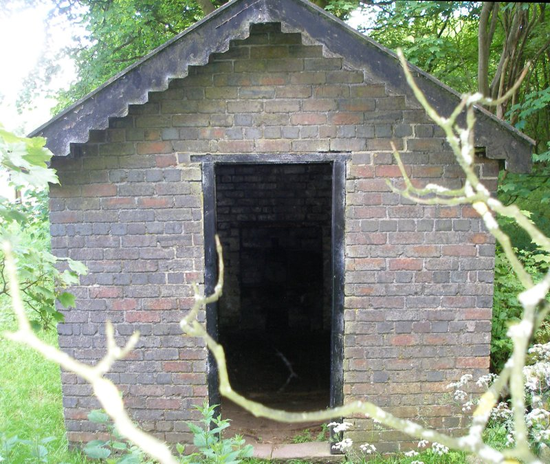 L&NWR Hartington Permanent Way Hut 10 July 2014 Front elevation with door (south facing)