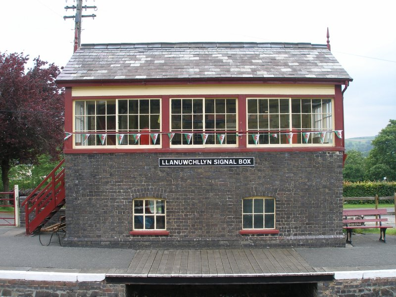 Llanuwchllyn Signal Box 16 July 2015: full frontal view