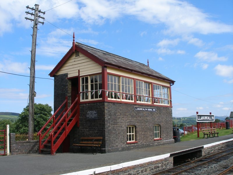 Llanuwchllyn Signal Box 16 July 2015: three quarters front view