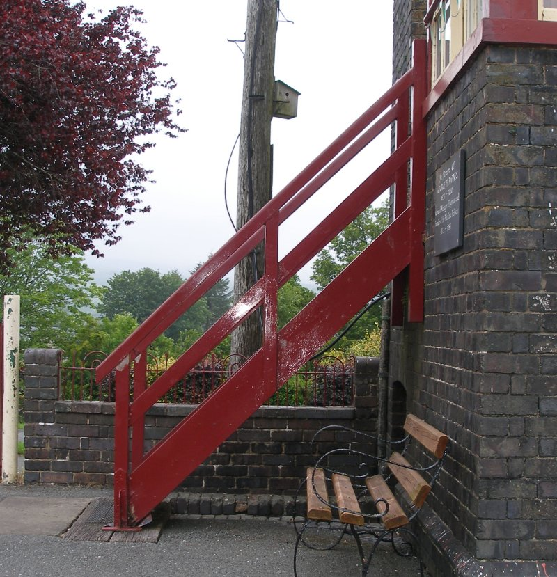 Llanuwchllyn Signal Box 16 July 2015: side view of steps