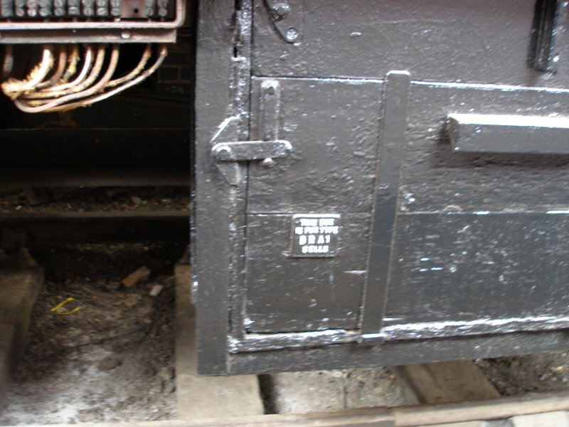 BR Mark 1 coach underframe detail: Battery Box latching and labelling detail