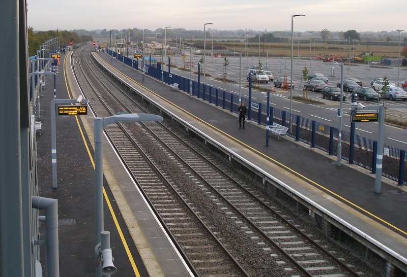 Oxford Parkway Sunday 25 October 2015: platforms from the footbridge looking towards London.