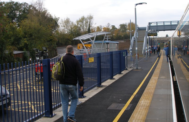 Oxford Parkway Sunday 25 October 2015: first train from London Marylebone to Oxford Parkway, and the first to call at the new Islip station.