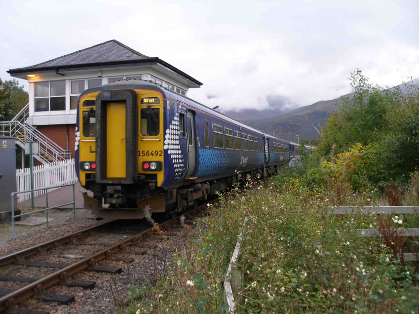 Having checked-in at 'Treetops' bed & breakfast, a stroll down to the swing brodge found 156476 on a Fort William bound service.