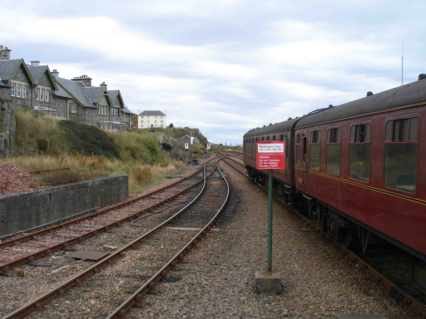 Mallaig platform end. The last time I visited Mallaig in 1981 there were two Western Region bracket posts fitted with UQ arms here.