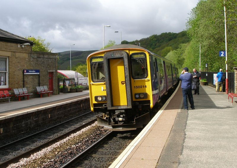 Second train on Todmodern curve arrives at Todmorden formed of 4 cars, led by 150.214